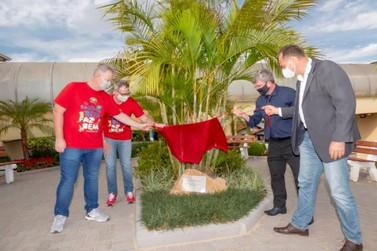 Homenageando a Oktoberfest, AMIFEST e HBP inauguram Jardim do Voluntariado