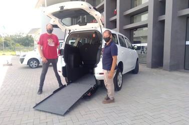 Igrejinha recebe veículo adaptado para transportar pessoas com deficiência
