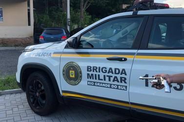 Perseguição e troca de tiros: Brigada Militar prende dupla por furto de veículo