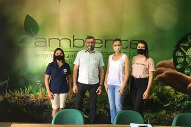 Vereadora Professora Neidi busca parceria com a empresa Ambiente Verde