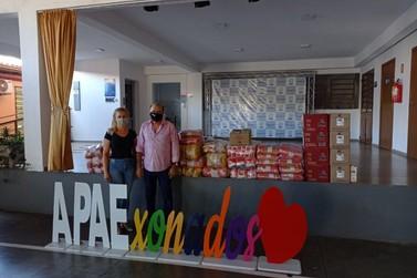 Fazendo apelo por solidariedade, Marivaldo Leal doa meia tonelada de alimentos