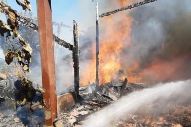 Incêndio destrói casa na localidade de Rochedo, em Igrejinha