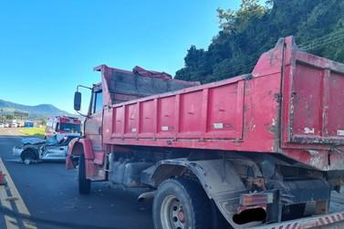 Colisão entre veículos deixa motorista ferido na ERS-115, em Igrejinha