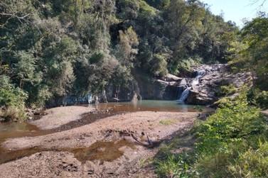 Vereador Marivaldo Leal solicita instalação de banheiros na Cascata da Solitária