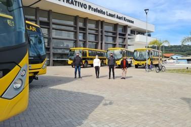Seis novos ônibus são adquiridos pela Secretaria de Educação de Igrejinha