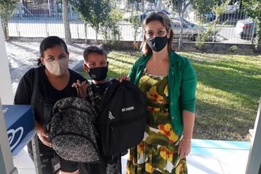 Ação do Gabinete da Primeira-Dama distribui materiais escolares em Igrejinha