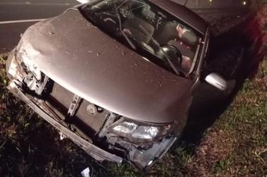 Motorista perde controle, colide e abandona veículo na ERS-115, em Igrejinha