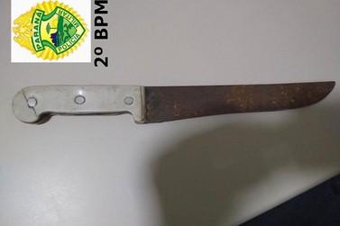 Suspeito é preso em flagrante por causa de roubo com faca em Jacarezinho