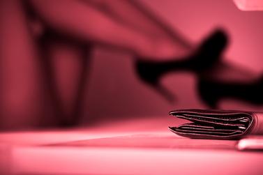 Suspeitos em autorizar casa de prostituição irregular têm bens bloqueados