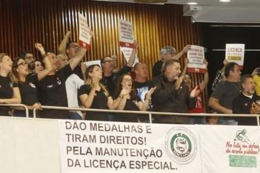 Deputados do Paraná aprovam fim da licença prêmio para servidores