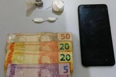 Homens são levados à delegacia por tráfico de drogas