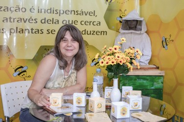 Prefeitura de Cambará faz stand na GeniusCon com tema de preservação das abelhas