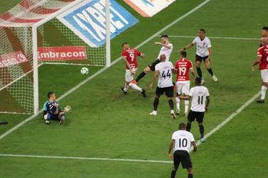 Athletico e Inter empatam em jogo com atuação do VAR e pênalti perdido