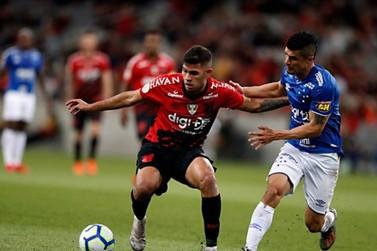 """Em jogo """"pegado"""", Athletico-PR e Cruzeiro não saem do 0 a 0 na Arena da Baixada"""