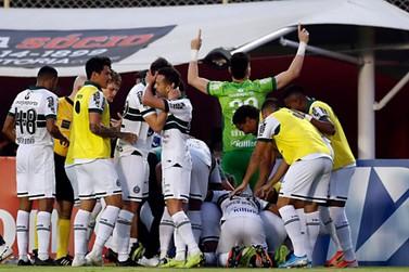 Coritiba vence o Vitória de virada e confirma o acesso à série A