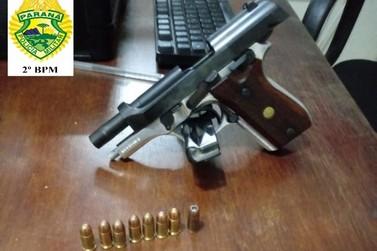 Homem intimida casal com arma e dá tiro para o alto no bar em Carlópolis