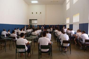 Alunos do sistema prisional são aprovados no vestibular da UEL