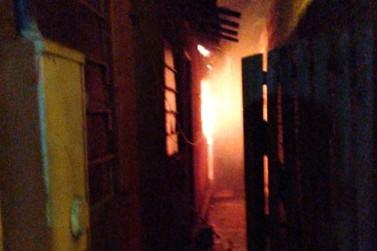 Casa de assassino confesso de Emanuelle é incendiada em Chavantes