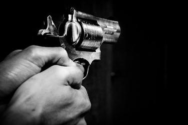 Menor suspeito por roubo é apreendido e vítima hospitalizada em Cambará