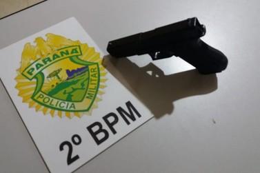 Homem armado ameaça funcionários de empresa em Jacarezinho