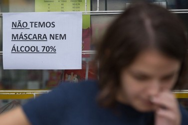 Empresas podem ter alvará cassado por venda de álcool gel com preço abusivos