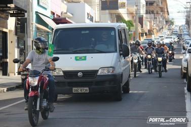 Motoristas fazem carreata para pedir abertura do comércio em Jacarezinho