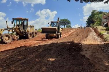 Vila Scyllas; ruas estão sendo preparadas para pavimentação em Jacarezinho