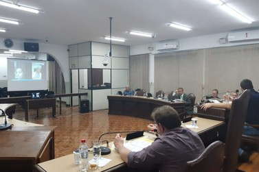 População acompanha sessão online em Jacarezinho