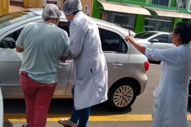 Posto Central de Saúde realizou vacinação drive-thru em Jacarezinho