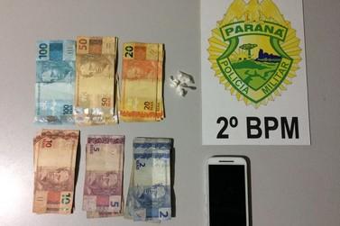 Homem se confunde e entrega sacola com cocaína a policial em Jacarezinho
