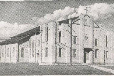 """O prédio da Catedral """"provisória"""" de Jacarezinho que virou indústria"""