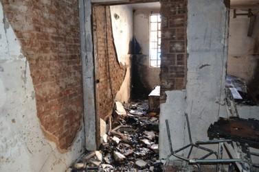 Polícia investiga se incêndio em colégio de Ribeirão do Pinhal foi criminoso