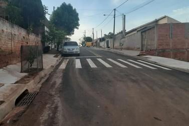 Vereadores de Jacarezinho visitam pavimentação no Jd João Afonso