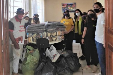 Asilo de Jacarezinho recebe cestas básicas, cobertores, calçados e roupas