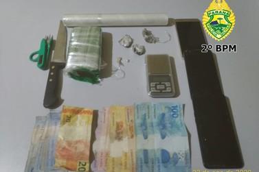 Dupla é presa e menores apreendidos por tráfico de drogas em Jacarezinho