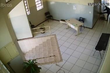 Homem agride mulher em posto de saúde em Jacarezinho