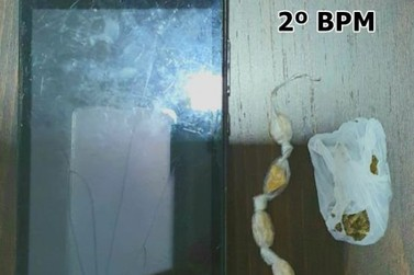 Homem é preso e adolescente apreendida por tráfico de drogas em Jacarezinho