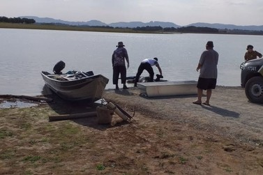 Morador encontra corpo com marcas de tiros na represa de Carlópolis