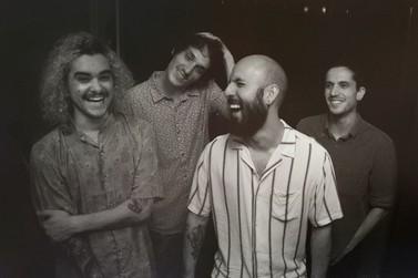"""Banda paranaense """"De um Filho, De um Cego"""" completa novo álbum de duas partes"""