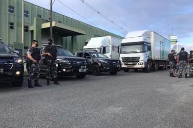 Caminhões levam carregamento com insumos e EPIs para vacinação no Norte Pioneiro