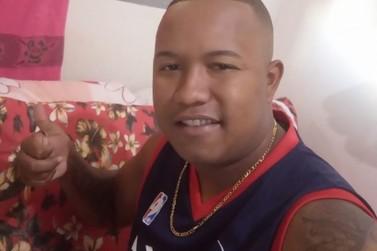 Jovem é morto com 19 tiros em frente de casa em Canitar neste domingo