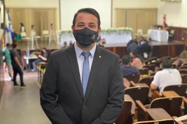Vereador mais votado de Jacarezinho é eleito Presidente da Câmara Municipal