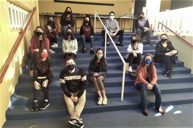 Estudantes do Colégio Elo encerram semestre promovendo troca de conhecimento