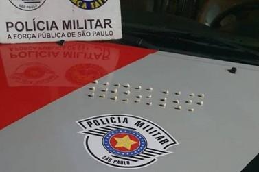 Irmãos são presos acusados de tráfico de drogas, na região