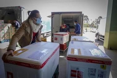 Ministério confirma novo lote com 332,9 mil vacinas contra a Covid-19 ao Paraná.