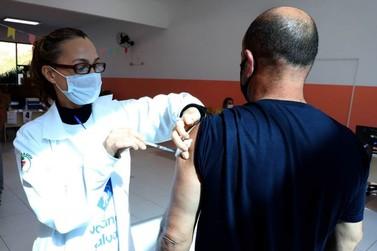 Paraná imunizou mais de 60% da população adulta contra Covid-19