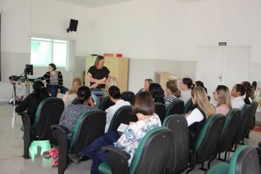 Oficina sobre a primeiríssima infância capacita profissionais em Louveira