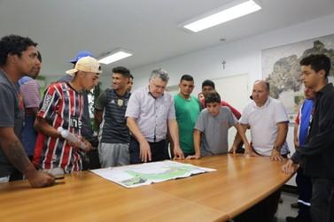 Moradores do Jardim Amazonas visitaram o Gabinete do Prefeito