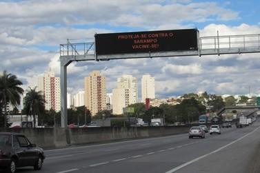 Painéis na Anhanguera alertam sobre o Sarampo