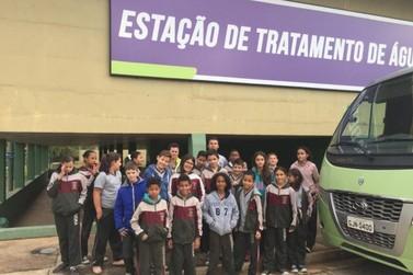O programa tem como objetivo a conscientização dos alunos sobre o saneamento
